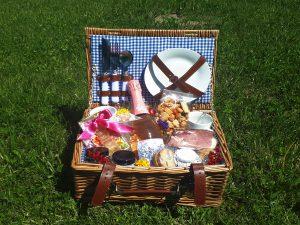 picknickkorb@bayer-bayer.com